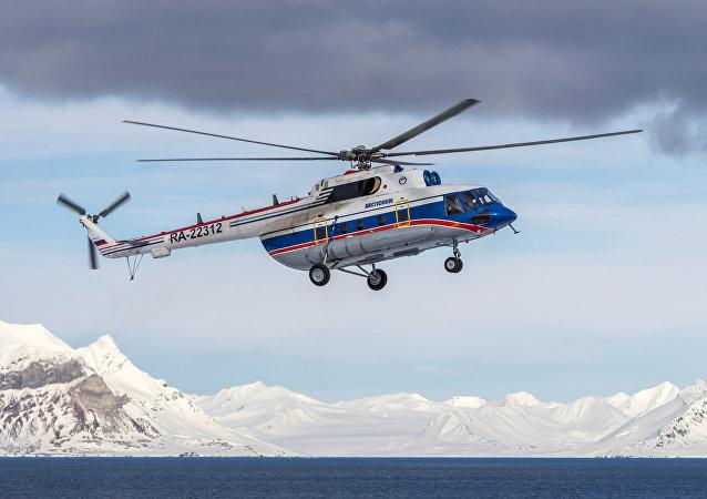 Helicóptero ruso Mi-8 en Svalbard, Noruega