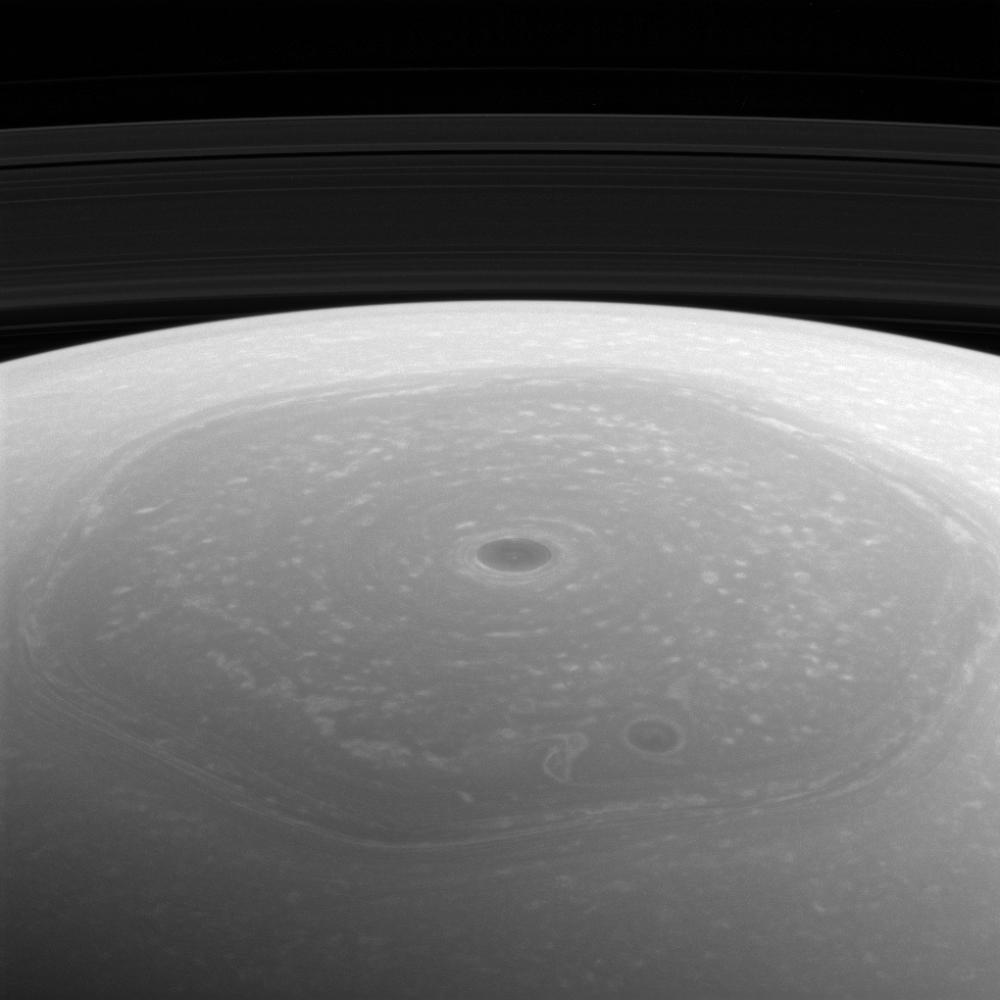 Una imagen del polo norte de Saturno