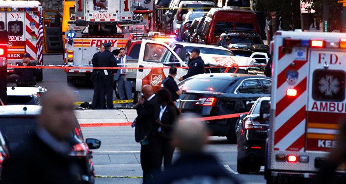 Las ambulancias en el lugar del atropello y tiroteo en Nueva York