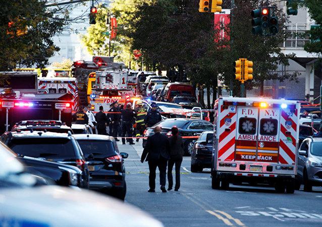 La ambulancia en el lugar del atropello en Nueva York