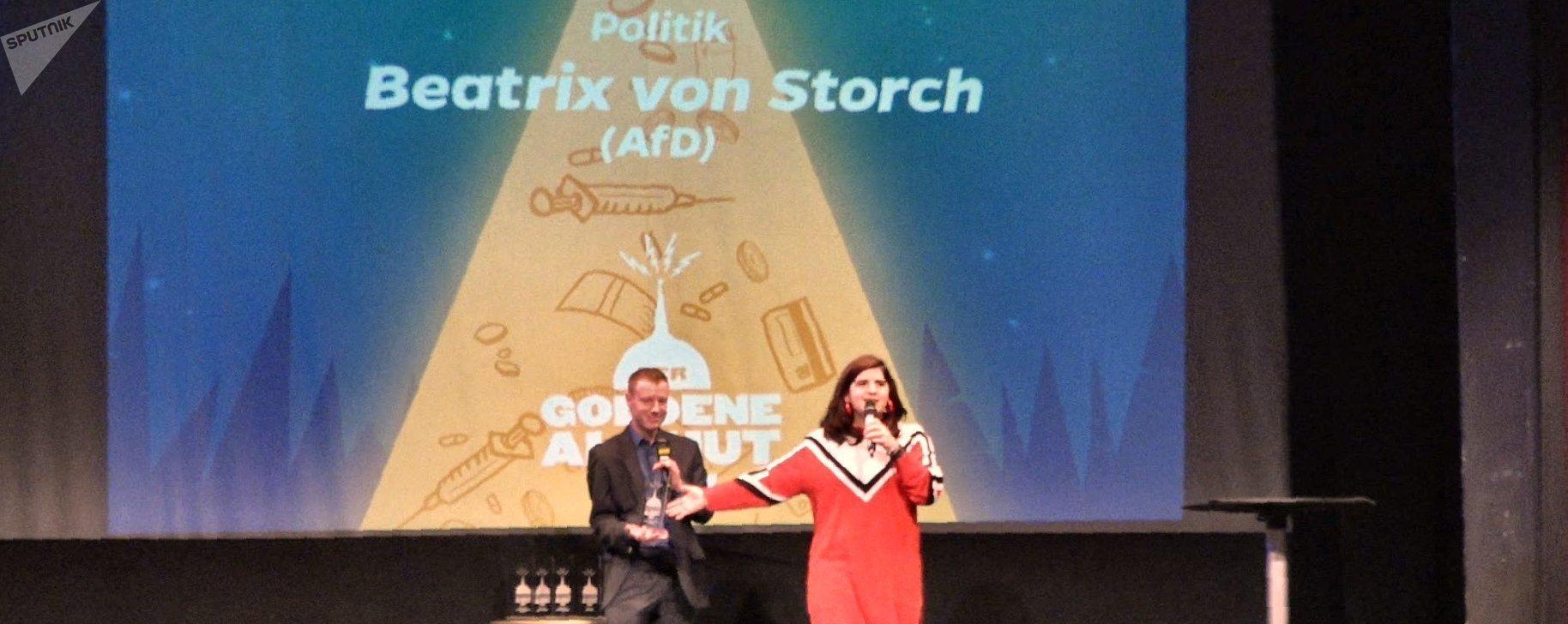 La entrega del premio a la vicepresidenta del Alternativa para Alemania, Beatrix von Storch, quien no se presentó en la gala.