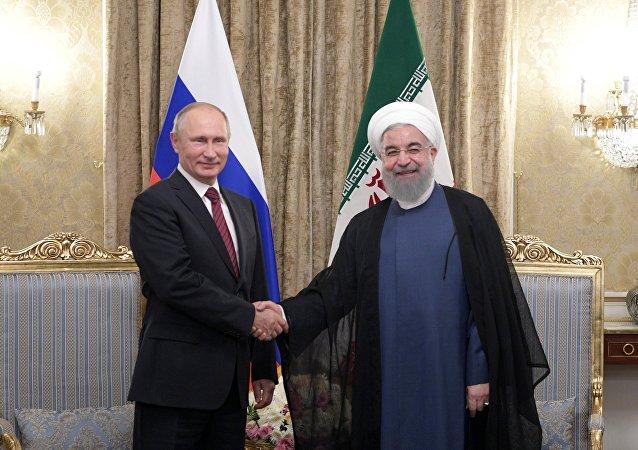 Presindente de Rusia, Vladímir Putin y presidente de Irán, Hasán Rohaní (archivo)