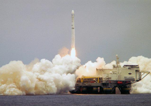 El cosmódromo flotante Sea Launch en el momento de despegue del cohete portador Zenit-3SL (archivo)
