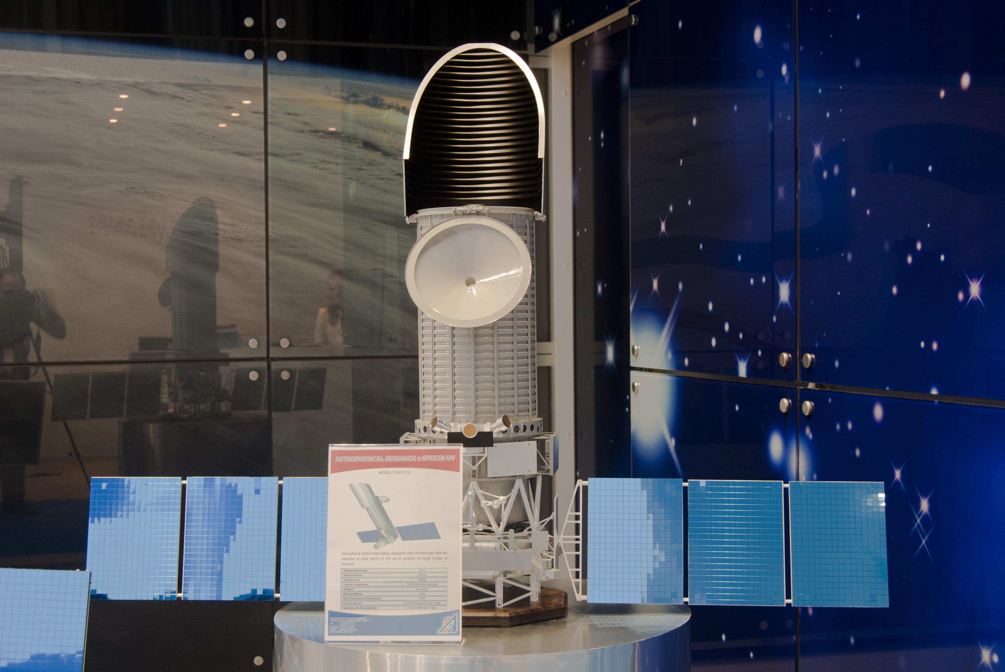 Maqueta del Observatorio Espacial Mundial Ultravioleta (WSO-UV) expuesto en la Semana del Espacio en Madrid, mayo de 2011