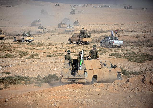 La milicia chií recupera el control del puesto fronterizo de Al Qaim en la frontera con Siria