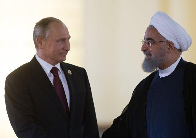 Vladímir Putin y el presidente de Irán Hasán Rohani