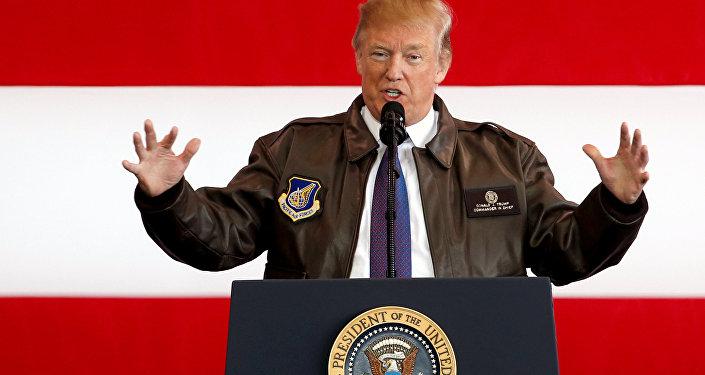Donald Trump, presidente de EEUU, en la base aérea de Yokota