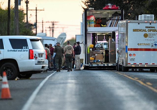 Las policías y la ambulancia en el lugar de tiroteo en Texas, EEUU