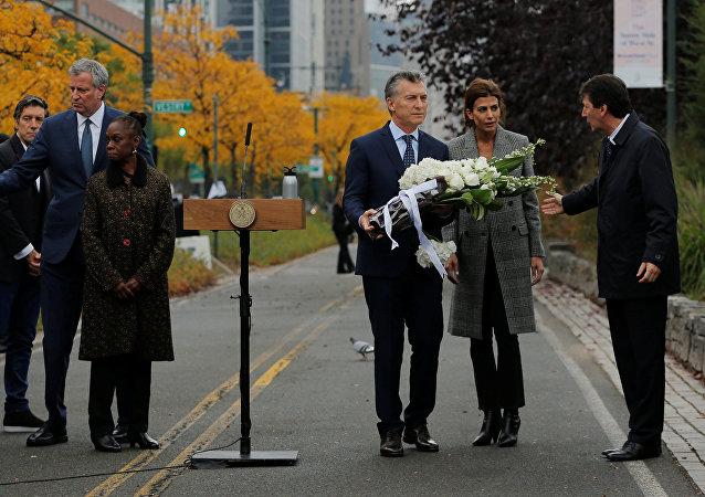 El presidente de Argentina, Mauricio Macri, rinde homenaje a las víctimas del atentado en Nueva York