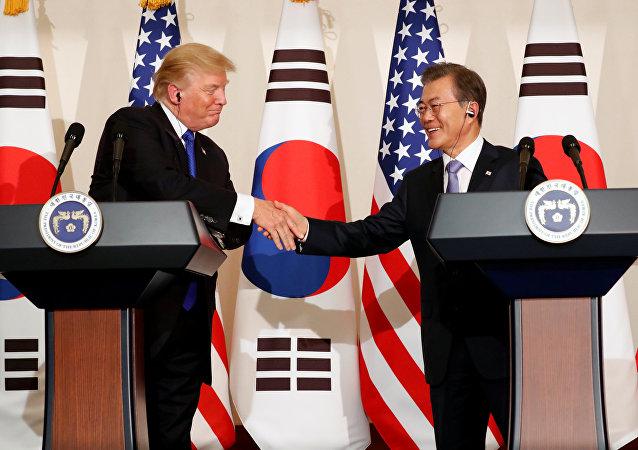 El presidente de EEUU, Donald Trump, y el presidente de Corea del Sur, Moon Jae-in