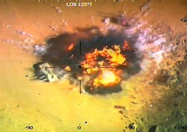 El ataque del avión egipcio contra los terroristas de Daesh