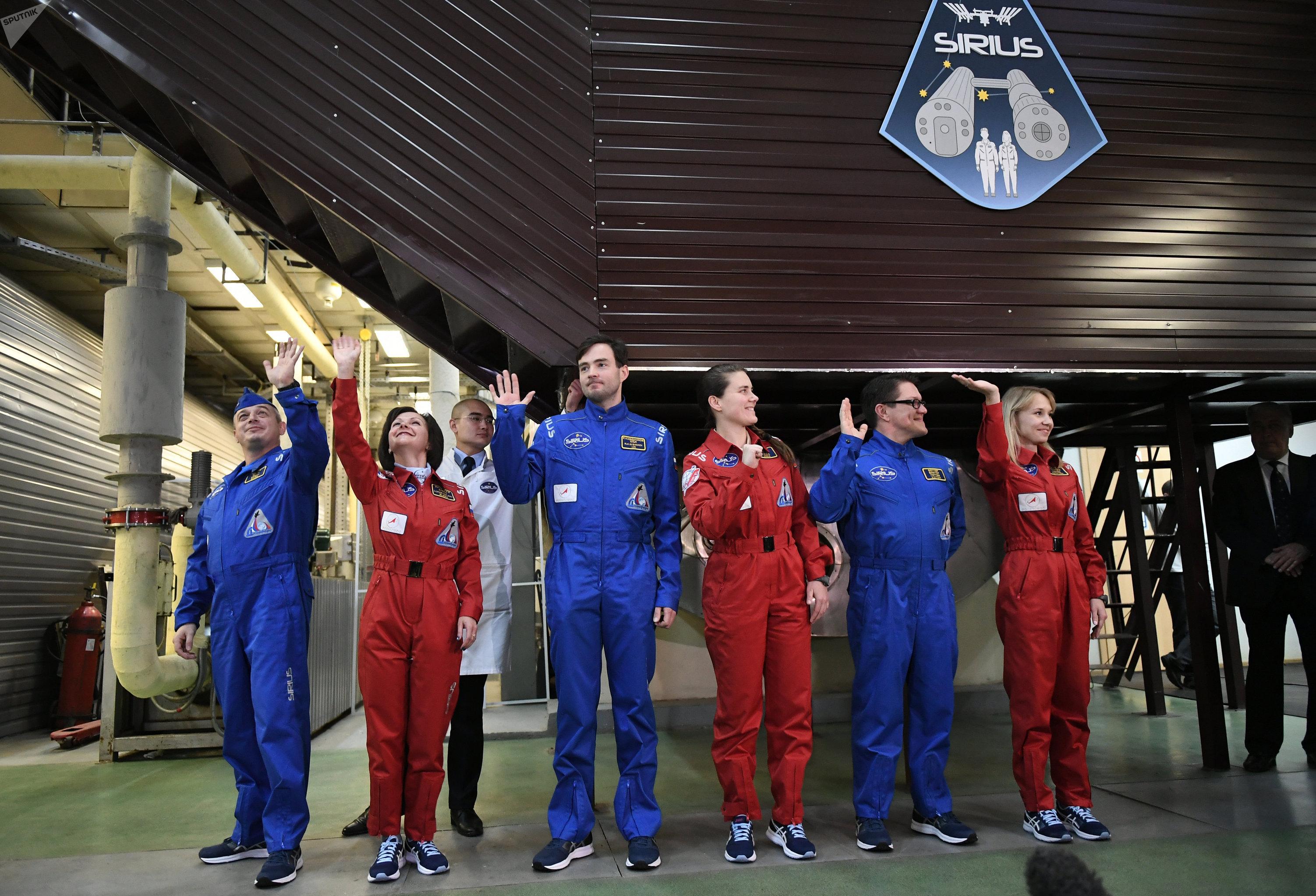 La tripulación básica del experimento Sirius-17