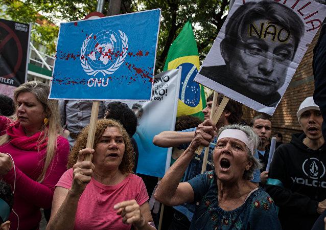 Protestas en Río de Janeiro contra la llegada de la filósofa feminista estadounidense Judith Butler