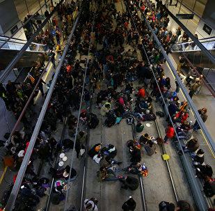 Manifestantes catalanes bloquean la estación de trenes AVE