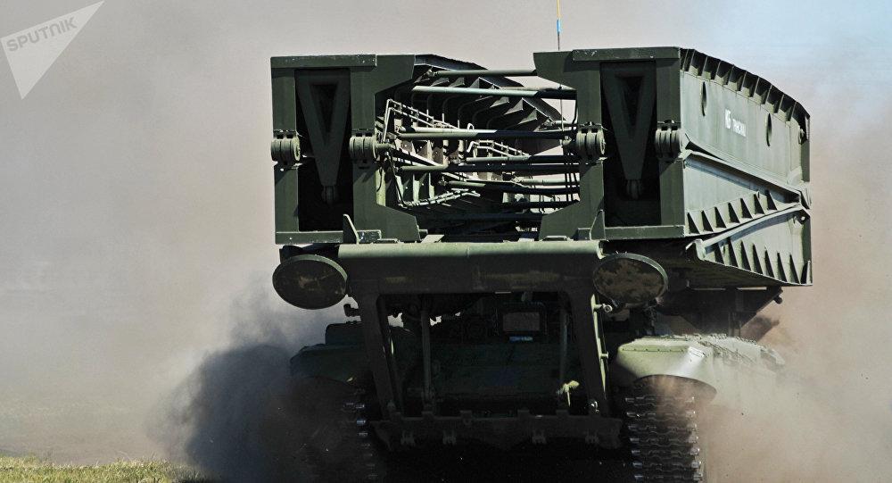 MTU-90M, vehículo lanzapuentes blindado (imagen referencial)