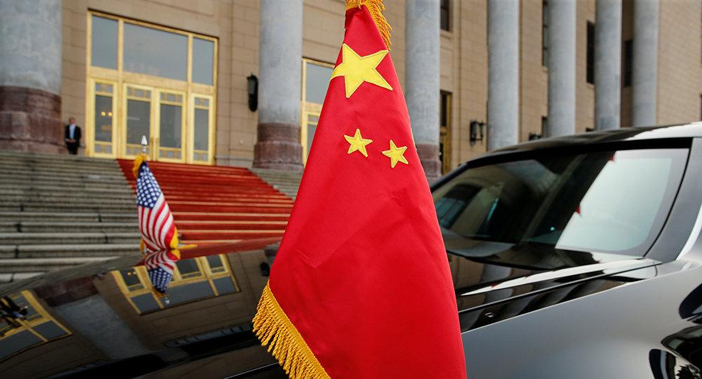 La bandera de China y la bandera de EEUU