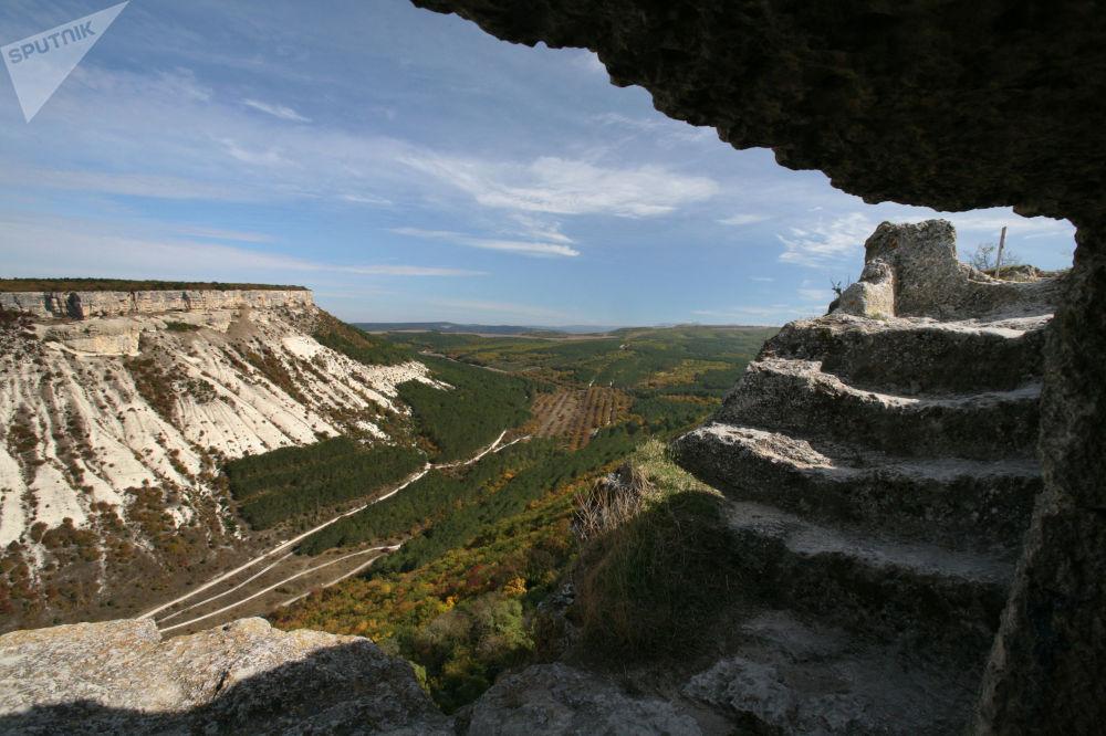 La ciudad fortaleza de cuevas Çufut Qale en Crimea