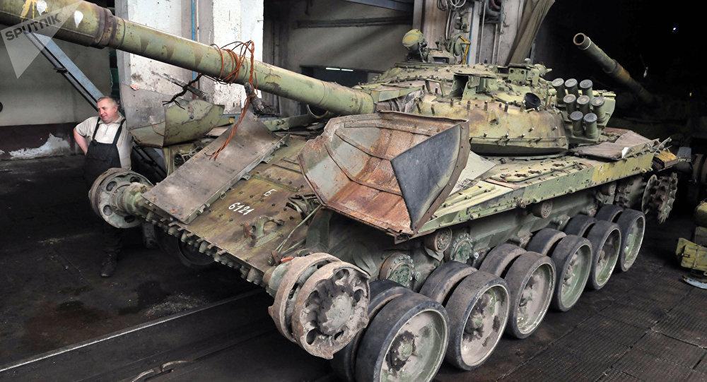 Tanques T-72 se reparan en la planta de Lviv, Ucrania