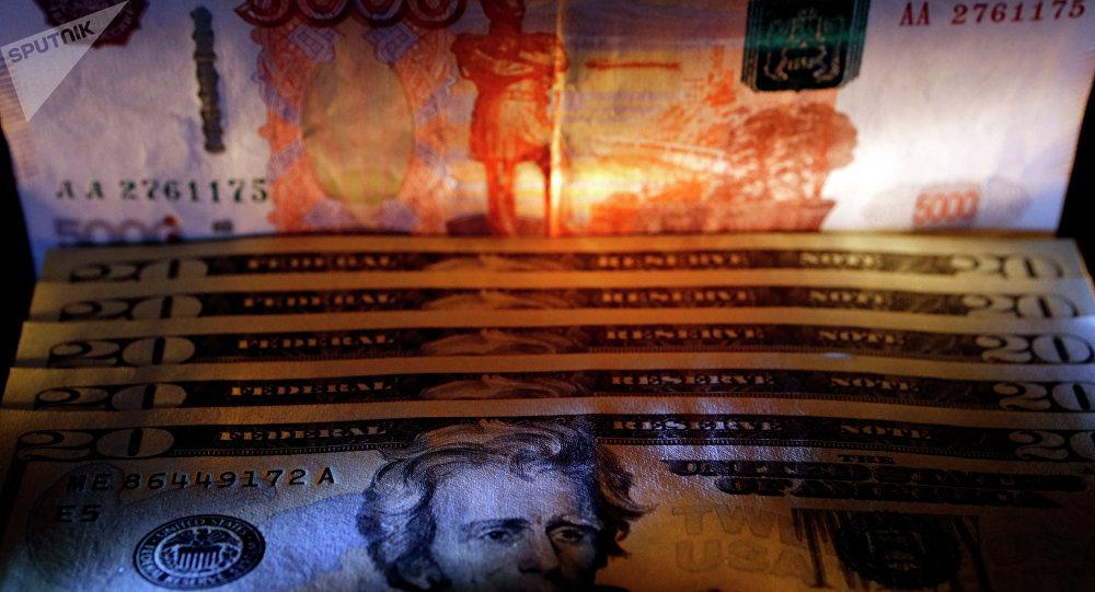 dólares y rublos