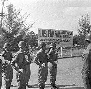 La guardia de honor en la base aérea cubana en San Antonio está lista para recibir al Ministro de Defensa de la URSS, Andréi Grechko