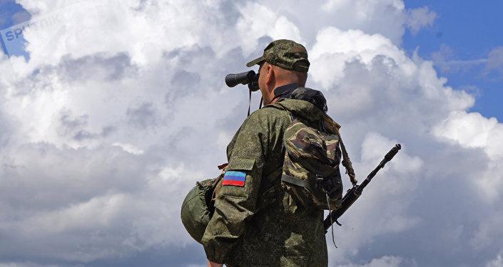 Un militante en Donbás (archivo)