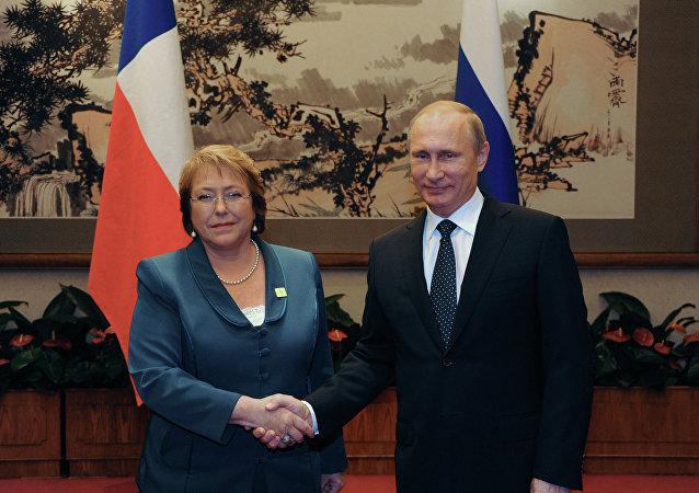 La presidenta de Chile, Michelle Bachelet, y su homólogo ruso Vladímir Putin en 2014