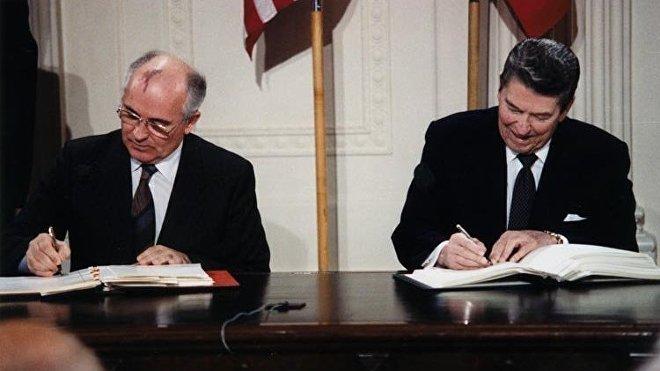 El Tratado INF es un histórico acuerdo firmado entre la URSS y EEUU a finales de 1987 que obligaba a eliminar los misiles balísticos y de crucero de medio alcance cuyo rango estuviese entre los 500 y los 5.500 kilómetros.