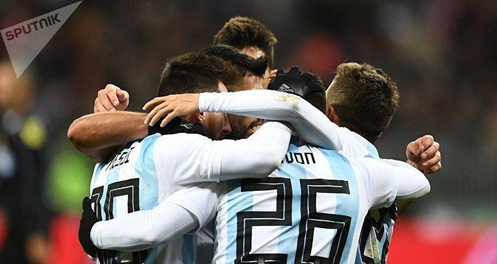 Selección de Argentina durante un partido con la selección de Rusia en Moscú