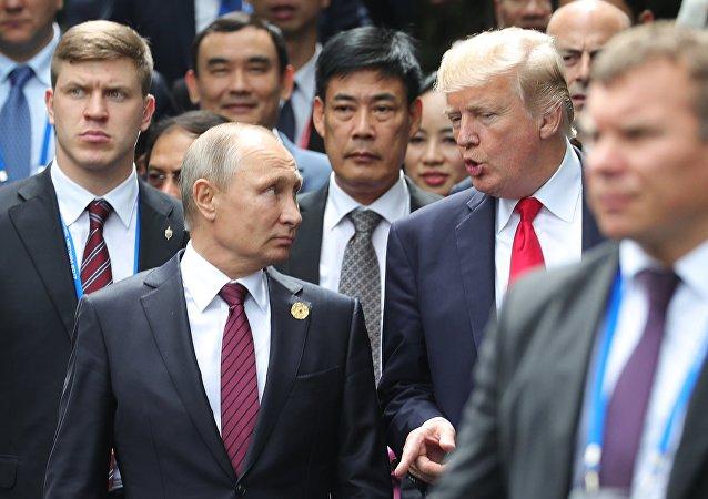 El presidente de Rusia, Vladímir Putin, y su homólogo estadounidense, Donald Trump