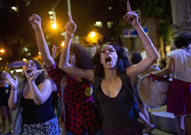 Manifestación contra la prohibición del aborto en Brasil