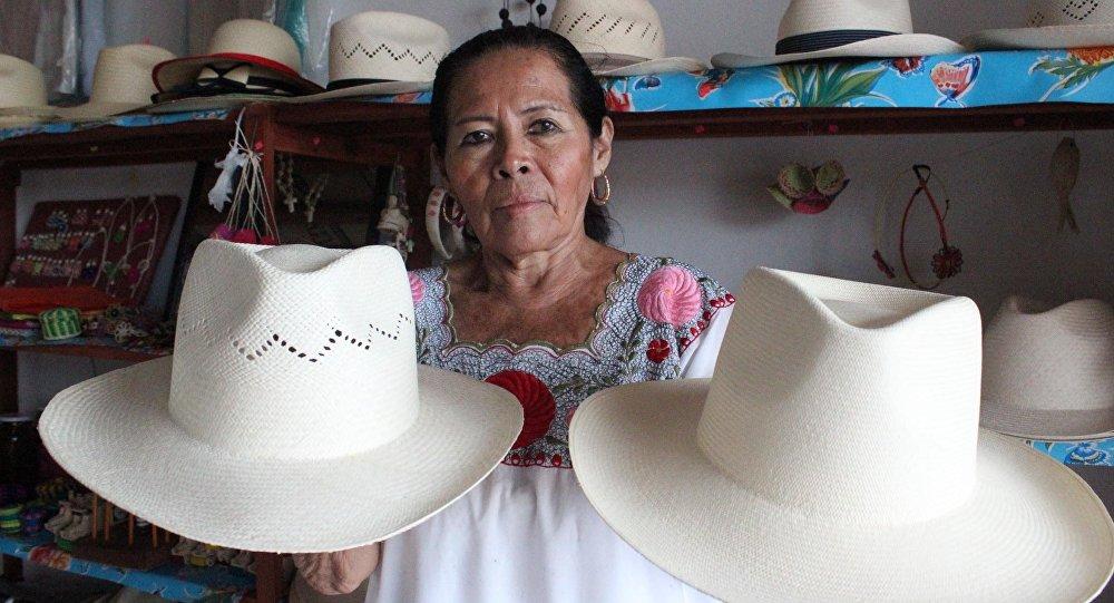Mujeres mayas mantienen viva la elaboración de sombreros de jipijapa ... 34c428a45e8