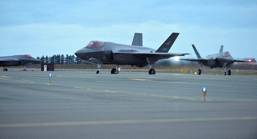 Un caza F-35 de las Fuerzas Aéreas de Noruega fabricado por EEUU, una de las versiones para los Ejércitos de los miembros de la OTAN