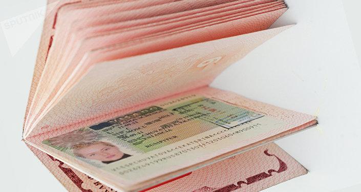 Visado Schengen en el pasaporte de una ciudadana rusa (imagen referencial)