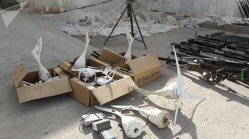 Piezas de drones encontrados en los almacenes de armas de los terroristas en Deir Ezzor
