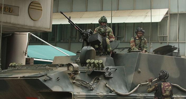 Militares patrullan las cales de Harare, la capital de Zimbabue