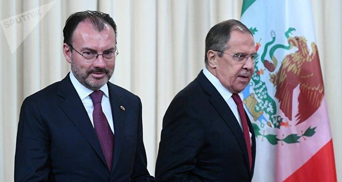 El canciller de México, Luis Videgaray, y el canciller de Rusia, Sergéi Lavrov