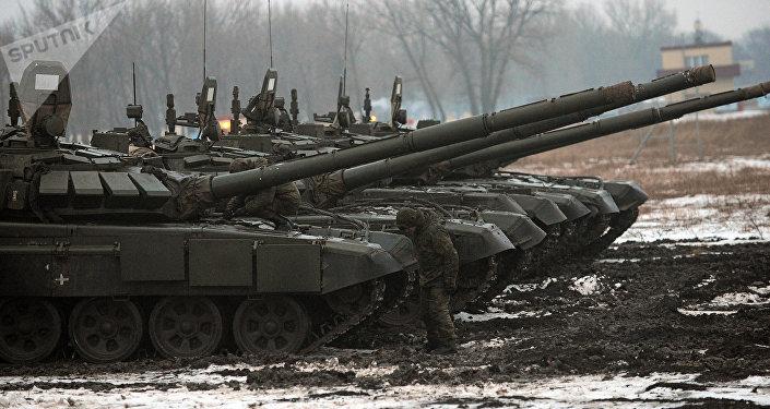 Tanques T-72 del Ejército ruso (archivo)