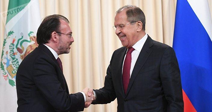 El canciller de México, Luis Videgaray y su par de Rusia, Serguéi Lavrov