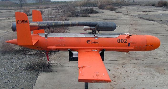 Un misil-blanco de propulsión E95 de la empresa Enics