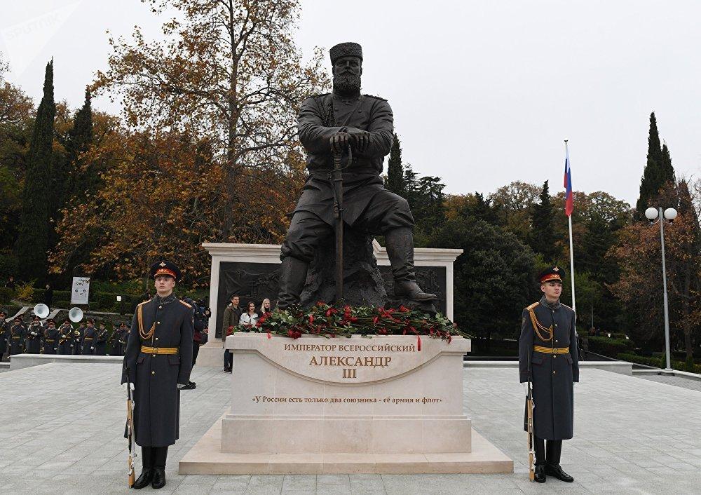 El monumento al emperador Alexandr III