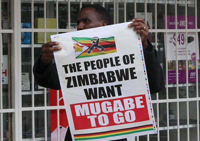 Un póster en contra de Robert Mugabe, presidente de Zimbabue