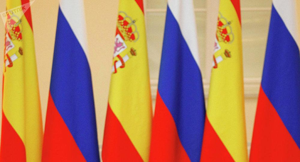 Las banderas de Rusia y España