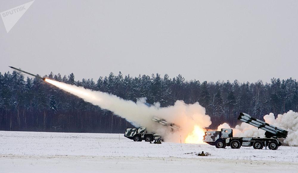 El lanzacohetes múltiple BM-30 Smerch (archivo)