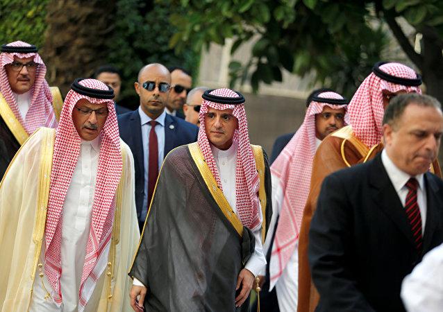 Adel Jubeir, el ministro saudí de Asuntos Exteriores (centro)