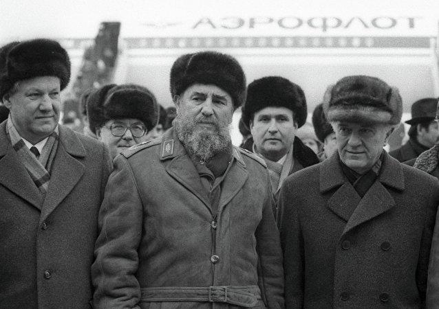 Acompañando a Fidel Castro y Eduard Shevarnadze en su visita a Moscú en 1987