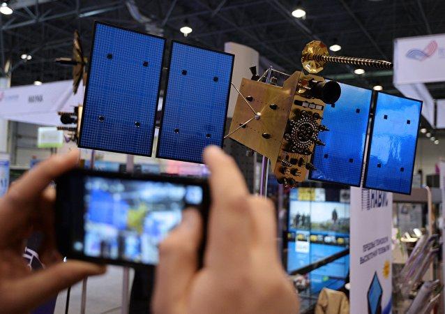 Modelo del satélite Glonass en una exposición