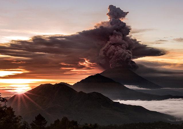 La erupción del volcán Agung en Bali