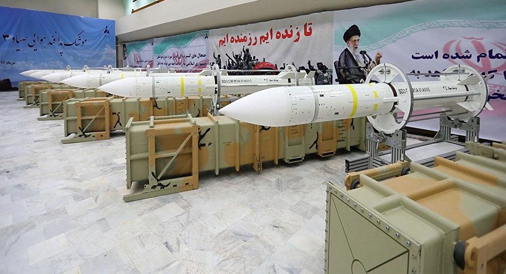 Misiles de defensa aérea Sayyad-3 durante la inauguración de su línea de producción en un lugar no revelado, Irán