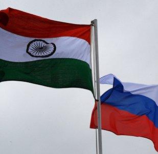 Las banderas de la India y Rusia (archivo)
