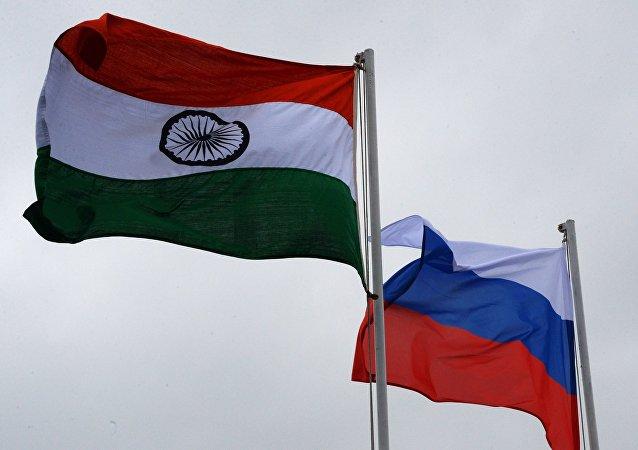 Las banderas de la India y Rusia
